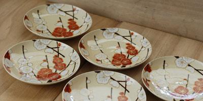 京焼 色絵紅白梅文5寸皿